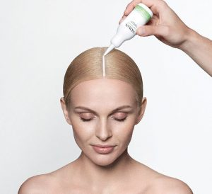Applying Nioxin Derma Renew Emulsion onto dry scalp