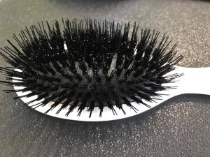 Hairbrush for hair extensions