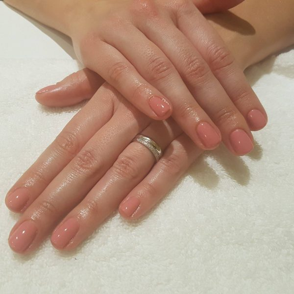 Shellac manicure - the natural look, by Tatiana