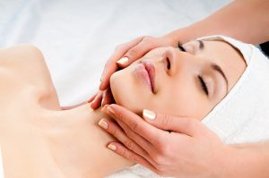 8 Surprising Benefits of Facial Massage