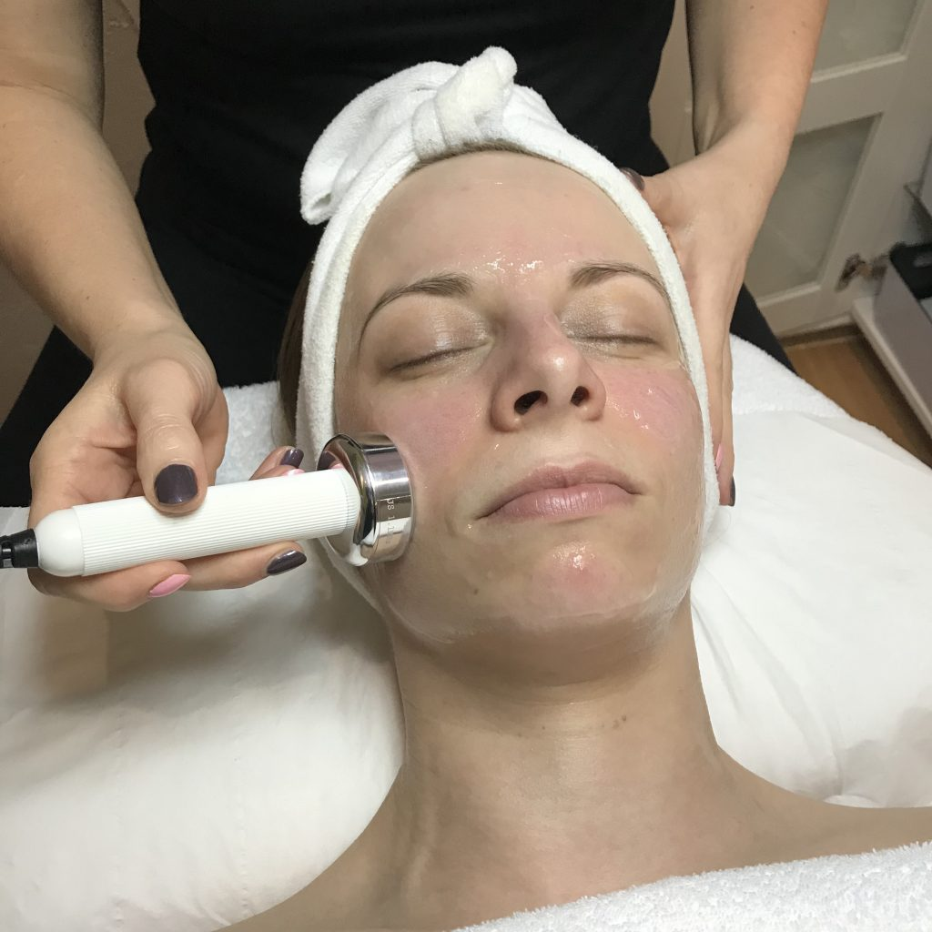 Ultrasound ensures that active ingredients are penetrated into the deepest layers of the skin.