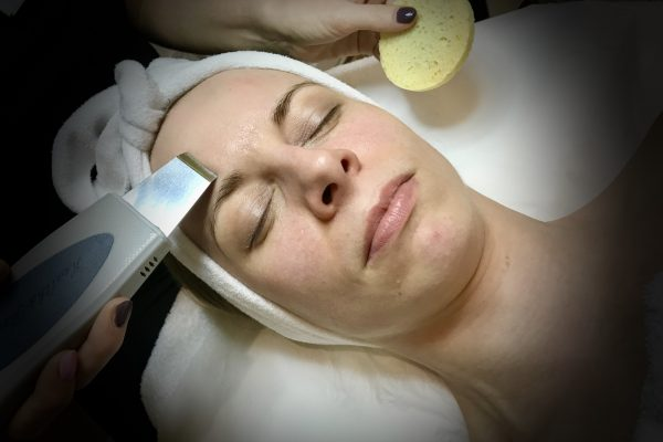 Hydrodermabrasion facial treatment