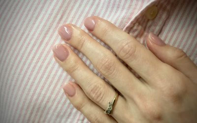 Want your shellac manicure last even longer? You should try this!
