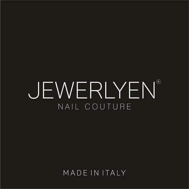 Jewerlyen: One of our new favourites in gel and shellac mani