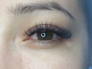 Why faux-mink eyelash extensions are your best bet