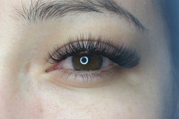 Eyelash extensions by Tinna