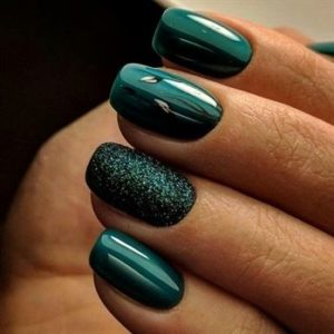 Christmas nails - The ultimate Christmas green
