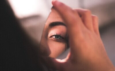 In Focus: Your Eyes. (How to look charming in those video calls)