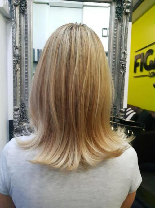Colour correction: Frosted highlights paired with beige blonde, honey and a touch of strawberry.